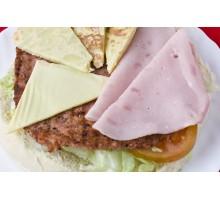 HAMBURGUESA RUSTICA. Carne, Tortilla  Patatas, York y Queso.
